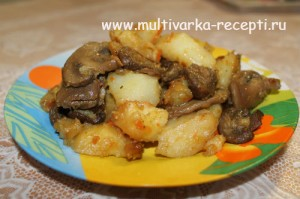 Картофель, тушеный с грибами в мультиварке