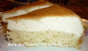 Бисквитный пирог с творогом в мультиварке