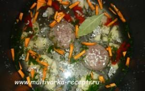 Детский суп с тефтелями и рисом в мультиварке