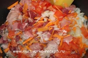 Капуста со свининой и картофелем в мультиварке