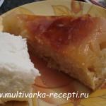 Песочный яблочный пирог с корицей в мультиварке