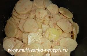 Рыба с картофелем, запеченные под майонезом в мультиварке