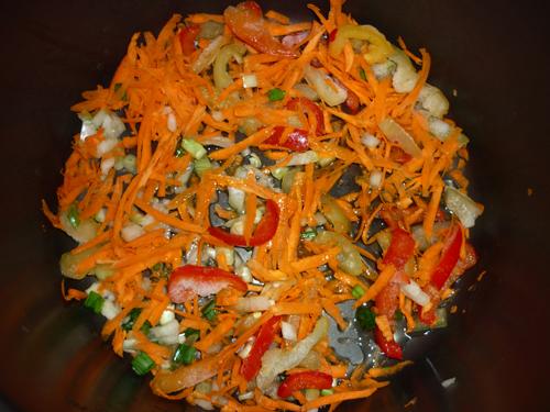 Как приготовить салат с соленой горбушей
