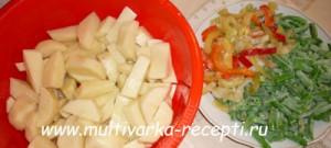 Картофель со стручковой фасолью в мультиварке