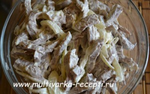 Салат из говяжьего языка с луком