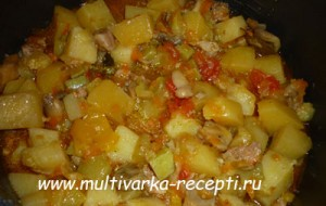 Овощное рагу с мясом и грибами в мультиварке