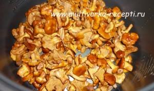 Лисички жареные с картошкой в мультиварке