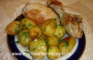 Молодой картофель с курицей, запеченный в мультиварке