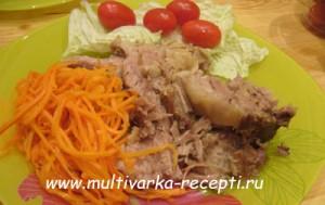 Свинина, приготовленная целым куском в мультиварке