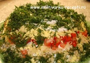 Салат с помидорами, курицей и сыром