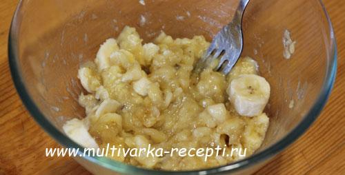 bananovyiy-pirog-v-multivarke