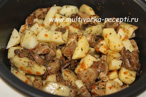 тушеная картошка с мясом в мультиварке с грибами