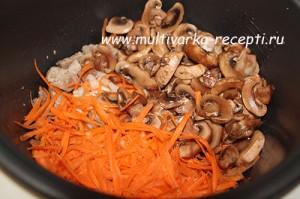 Жаркое с мясом и грибами в мультиварке