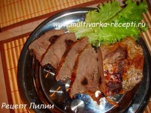 Мясо запеченное с черносливом в мультиварке