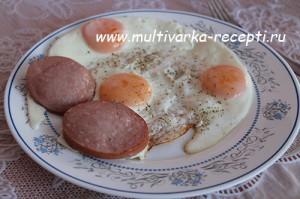 Яйца, жареные в мультиварке