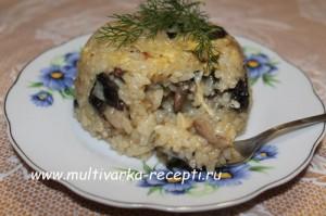 Ризотто с мясом и грибами на сковороде