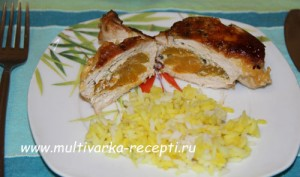 Куриное филе, фаршированное абрикосами в мультиварке