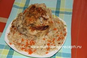 Курица, запеченная целиком с рисом в мультиварке