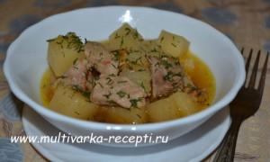 Картофель тушеный со свининой в мультиварке Polaris