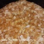 Мокрый яблочный пирог со штрейзелем в мультиварке