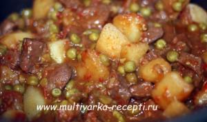Жаркое с винным мясом и горошком в мультиварке