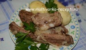 Свиные ребрышки с картофелем в рукаве в мультиварке