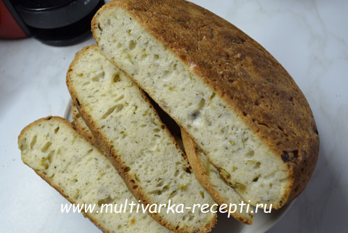 Кипрский хлеб с луком в мультиварке