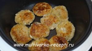Соленые сырники с травами в мультиварке