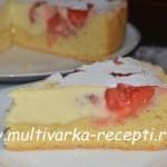 Пирог с ягодами со сметанной заливкой в мультиварке