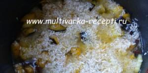 Рис с баклажанами и кабачками в мультиварке