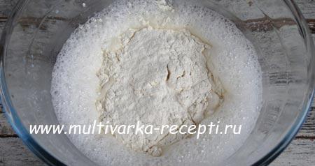pirog-v-multivarke-s-apelsinami-1