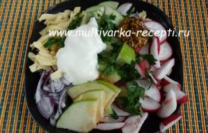 Салат из яблока, редиса и сыра