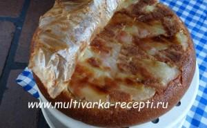Грушевый пирог на кефире в мультиварке