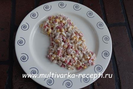 salat-s-kuritsei-i-blinchikami-5