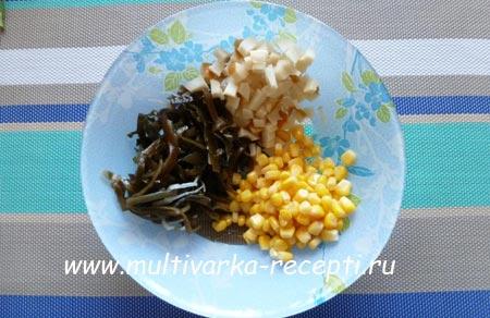 salata-iz-morskoj-kapusty-s-kalmarom-2