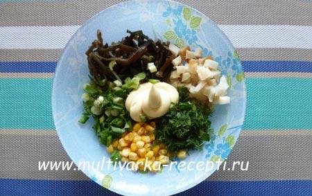salata-iz-morskoj-kapusty-s-kalmarom-4