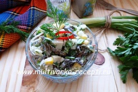 salata-iz-morskoj-kapusty-s-kalmarom