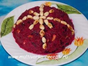 Салат из свеклы с черносливом и орехами