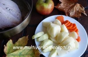 Куриная грудка с картошкой и яблоками в духовке
