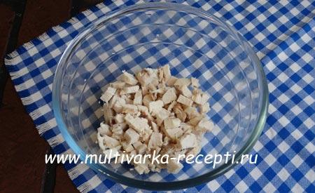 salat-s-kuricej-gribami-i-fasolyu-1