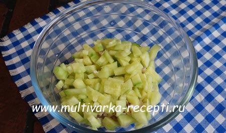 salat-s-kuricej-gribami-i-fasolyu-2