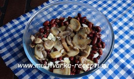 salat-s-kuricej-gribami-i-fasolyu-5