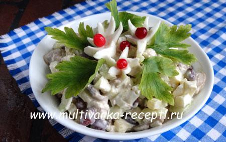salat-s-kuricej-gribami-i-fasolyu
