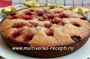Пирог со сгущенкой в мультиварке с вишней