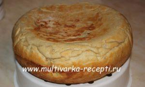 Дрожжевой пирог в мультиварке с картофелем, сосисками и яйцом