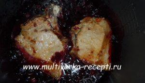 Мясо, тушеное в смородине в мультиварке