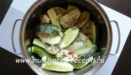 salat-iz-ogurcov-na-zimu-bez-sterilizacii-2