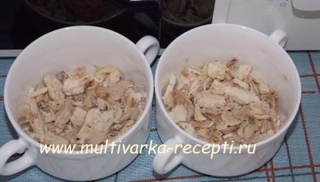 omlet-s-kuricej-pomidorami-i-syrom-v-mikrovolnovke-2