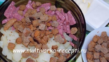 salat-s-suharikami-i-kolbasoj-4