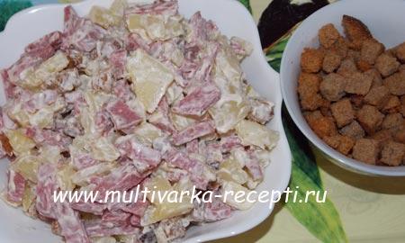 salat-s-suharikami-i-kolbasoj-5